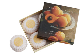 Giftbox 4 soaps of 75g ( 2.7 oz) Apricot
