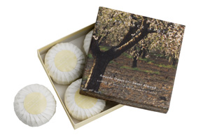 Giftbox 4 soaps of 75g ( 2.7 oz) Sweet almond